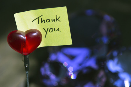 """handgeschreven notitie """"Thank You"""" afgekapt op een hart Stockfoto"""