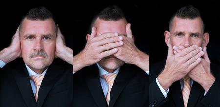 zakenman die zich voordeed als de drie wijze apen