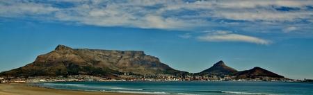 Seelandschaft mit Tafelberg und Cape Town