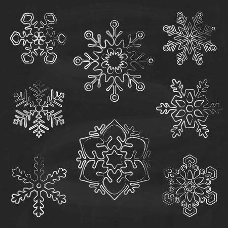 copo de nieve: Siluetas del copo de nieve sobre fondo de pizarra, dibujado a mano vector de estilo Vectores