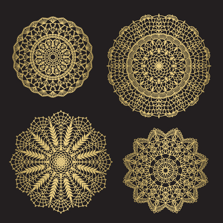 Goldfarbene runde abstrakte ethnische Ornament-Mandalas. Für Textilien, Einladungen, Banner und andere Vektorgrafik