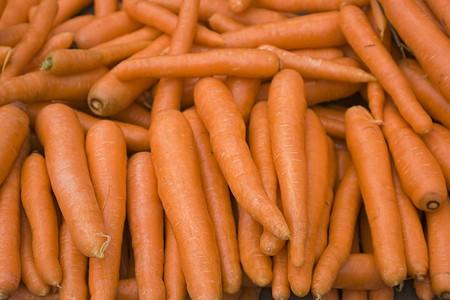 Organiques et des carottes fra�ches dans un march�