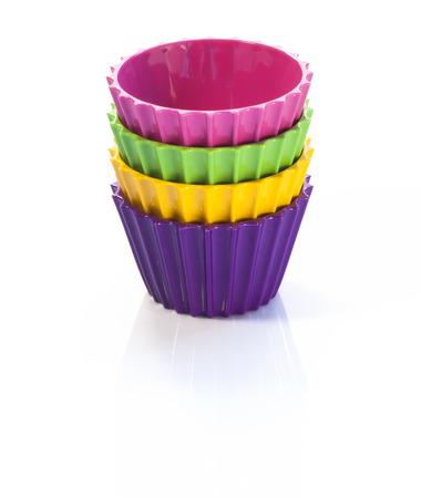 Quatre tasses color�s sur fond blanc Banque d'images