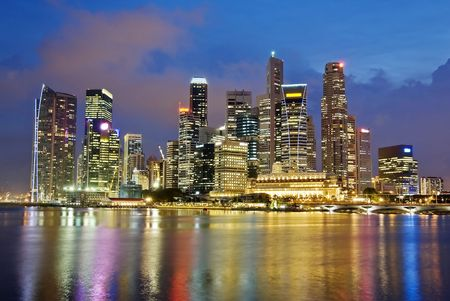 baie: Citt� di Singapore Evening Skyline Archivio Fotografico
