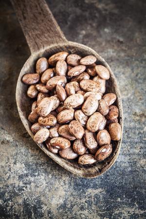 borlotti beans: Wooden spoon of borlotti beans