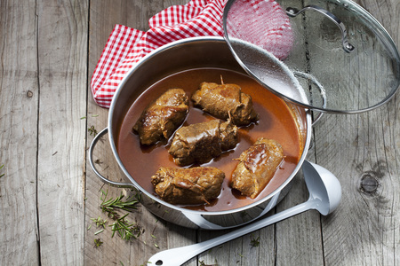 interiour shots: Beef roulades with sauce in stew pot LANG_EVOIMAGES