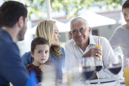 well laid: Extended family in restaurant having a celebration LANG_EVOIMAGES