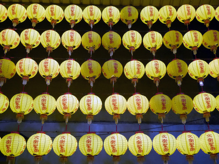 conformance: Taiwan, yellow lampions in front of a temple LANG_EVOIMAGES
