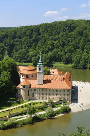 Germany, Bavaria, Lower Bavaria, Kelheim, View of Weltenburg Abbey with Danube River LANG_EVOIMAGES