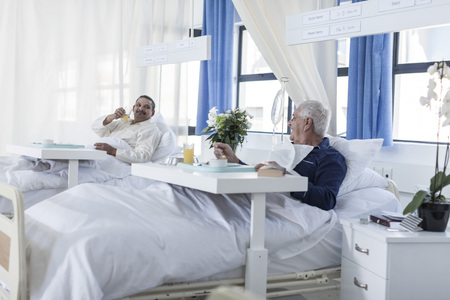 Two patients in hospital room LANG_EVOIMAGES