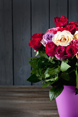 Bouquet of roses in vase, copy space LANG_EVOIMAGES