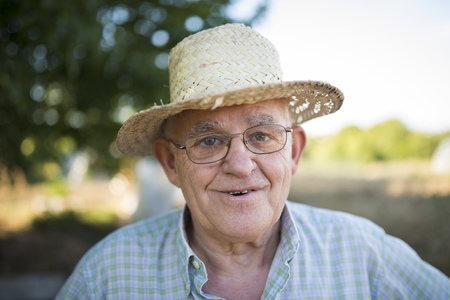 likeable: Portrait of smiling farmer with straw hat LANG_EVOIMAGES