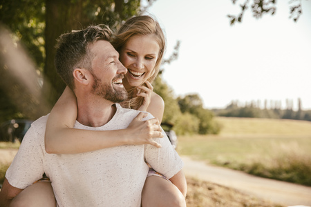 ardor: Carefree couple in the nature