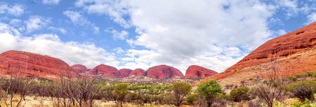 olgas: Australia, Northern Territory, Yulara, Kata Tjuta, the Olgas, Panorama LANG_EVOIMAGES