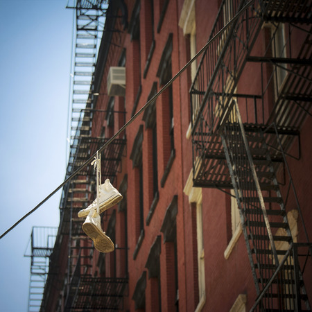 USA, New York City, soho, Trainers hanging on electric cable LANG_EVOIMAGES