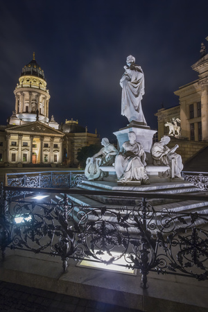 Germany, Berlin, Schiller monument at Gendarmenmarkt with German Cathedral in the background at night LANG_EVOIMAGES