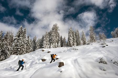 Austria, Altenmarkt-Zauchensee, two ski mountaineers on their way to Strimskogel