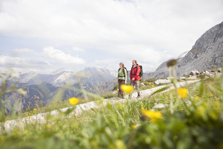 Germany, Bavaria, couple hiking at Osterfelderkopf