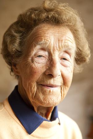 Portrait of aged woman LANG_EVOIMAGES