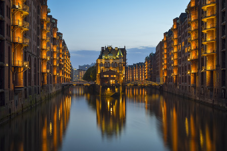 Germany, Hamburg, Wandrahmsfleet in the historic warehouse district  in the evening LANG_EVOIMAGES