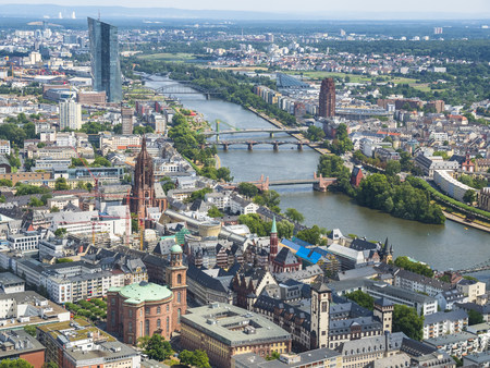 Germany, Hesse, Frankfurt, Cityscape with Main river LANG_EVOIMAGES