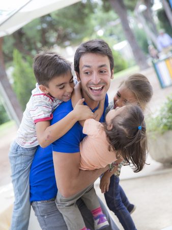 ardor: Young man playing with three children LANG_EVOIMAGES