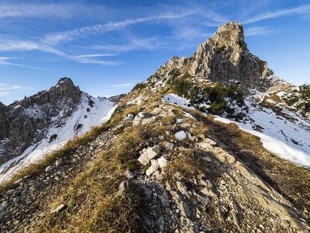 Austria, Tyrol, Tannheim Mountains, Laeuferspitze and Schartschrofen in autumn