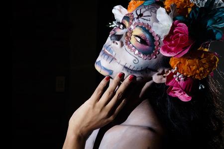 traje mexicano: Woman dressed as La Calavera Catrina, Traditional Mexican female skeleton figure symbolizing death
