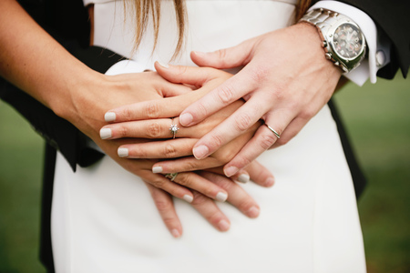marrying: Hands of bridal couple with the wedding rings LANG_EVOIMAGES
