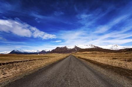 vanishing point: Iceland, Highway 1 LANG_EVOIMAGES