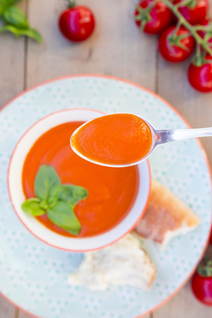 Spoon of tomato cream soup LANG_EVOIMAGES