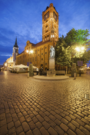 Poland, Torun, town hall at the old town marketplace by evening twilight LANG_EVOIMAGES