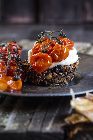 chic: Roasted tomatoes, crostini with goat cheese, garlic on plate