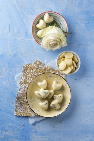 Heart-shaped bath pearls made of cocoa butter and dried rose blossoms