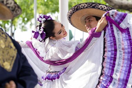 traje mexicano: Mexico, Jalisco, Xiutla dancer, folkloristic Mexican dancers, couple