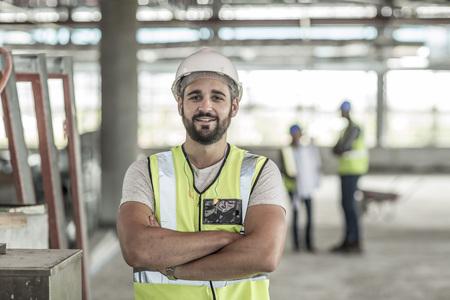 Portrait of confident construction worker in construction site LANG_EVOIMAGES