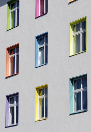 windows frame: Germany, Duesseldorf, house facade with differnt coloured scuncheons LANG_EVOIMAGES
