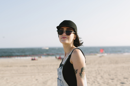 USA, New York, Coney Island, portrait of young woman on the beach LANG_EVOIMAGES