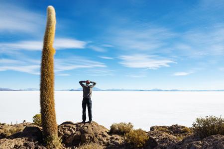 Bolivia, Atacama, Altiplano, Salar de Uyuni, Man standing LANG_EVOIMAGES