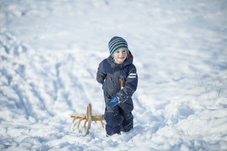 Little boy with sledge LANG_EVOIMAGES
