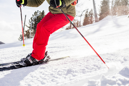 Austria, Turracher Hoehe, man skiing downhill LANG_EVOIMAGES
