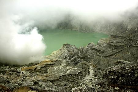 crater lake: Indonesia, Java, Sulphur mine at Kawah Ijen crater LANG_EVOIMAGES