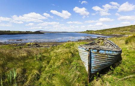 Ireland, Connemara, old boat on waters edge LANG_EVOIMAGES