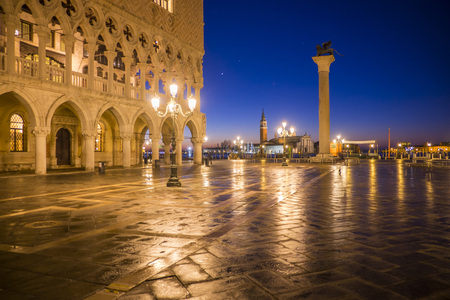 Italy, Venice, view to St Marks Square at night LANG_EVOIMAGES
