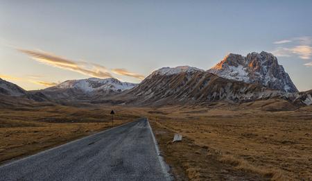 Italy, Abruzzo, Gran Sasso e Monti della Laga National Park, Plateau Campo Imperatore and summit Corno Grande at sunset in winter LANG_EVOIMAGES