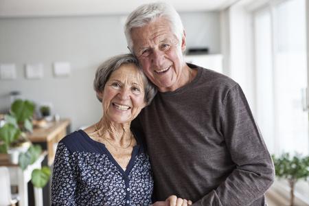 Portrait of happy senior couple at home LANG_EVOIMAGES