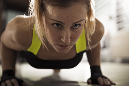 tough: Woman doing push-ups in gym LANG_EVOIMAGES