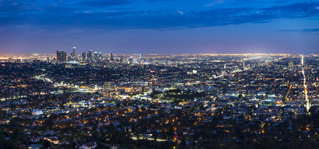 USA, Los Angeles skyline at night, panorama LANG_EVOIMAGES