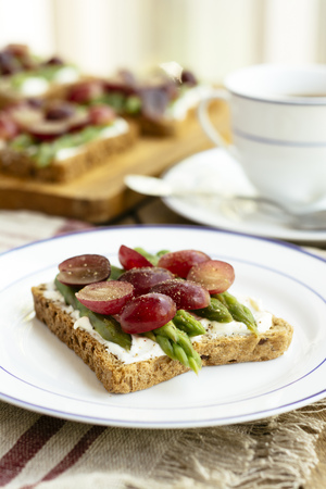 Asparagus Grape Toasts. Ingredients, toast bread, soy quark, asparagus, red grapes, black pepper LANG_EVOIMAGES