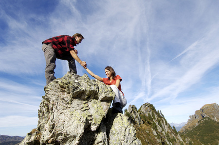 expanse: Couple Climbing On Summit LANG_EVOIMAGES